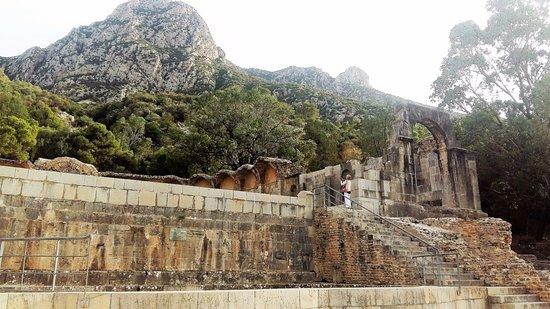 Zaghouan, Tunis: Il Tempio, la vasca, le scale