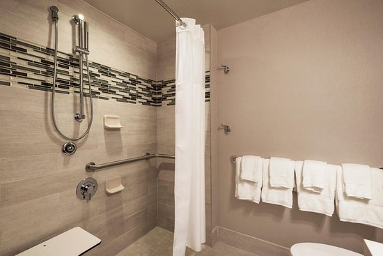 Accessible Bathroom Nyc accessible bathroom - picture of homewood suiteshilton new