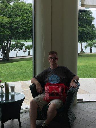 Inya Lake Hotel, Yangon : waiting for my order