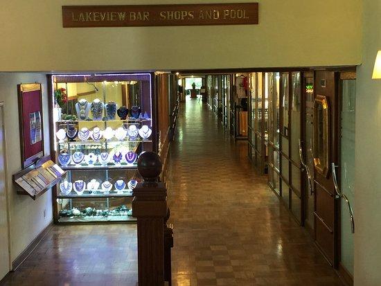 Inya Lake Hotel, Yangon : more gift shops
