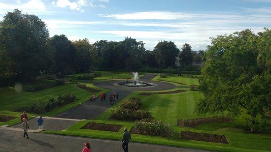 Kilkenny, Ireland: Jardim visto do castelo