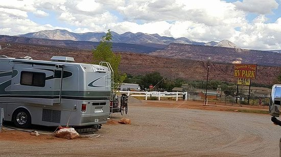 Spanish Trail RV Park: This was view from our RV window