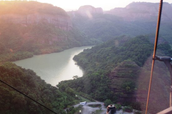 Shaoguan, Китай: The river from the cable car