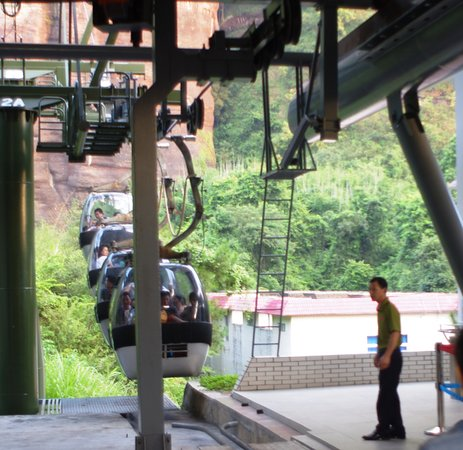 Shaoguan, Китай: The cable car, only two sets so rather expect a wait