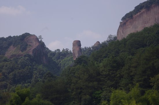 Shaoguan, Китай: From the river, the most famous rock in the park!