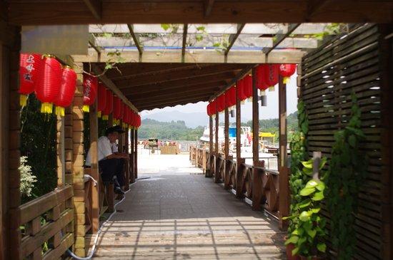 Shaoguan, Китай: Waiting for passengers