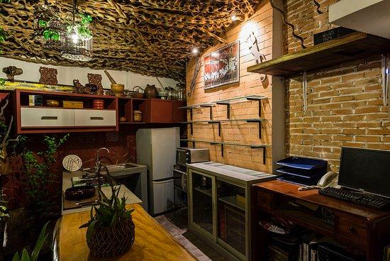 Three Rooms Angkor Orchid Secret Villa: kitchen