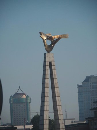 Changchun Cultural Square: Monument