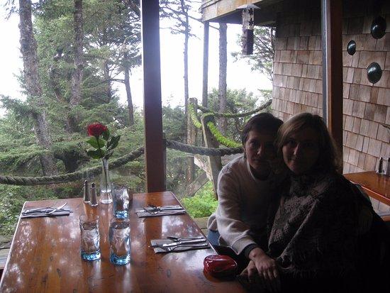 Moclips, WA: ужин в ресторане отеля, за окном - океан....))