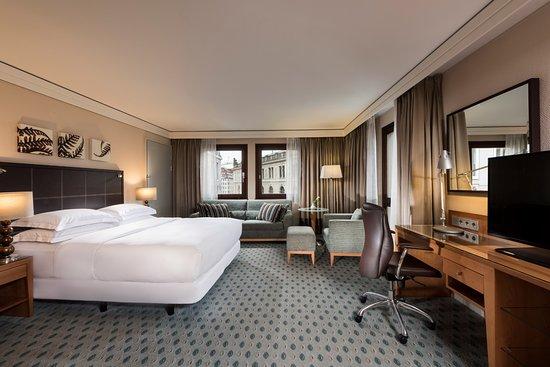 Queen Hilton Executive Family Room