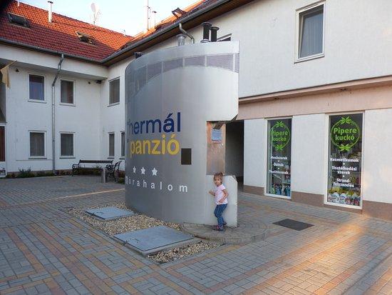 Morahalom, Hongarije: Érkezési oldal