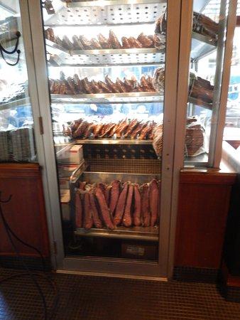 Delicieux Reubenu0027s Deli U0026 Steaks: Rubens Meat Cabinet