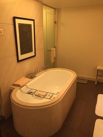 Four Seasons Hotel des Bergues Geneva: photo2.jpg