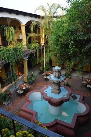 Hotel Posada San Vicente: The quad, with rooms around it.