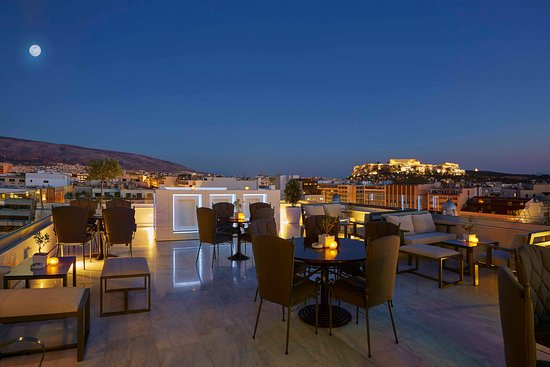Titania Hotel: Olive Garden, Bar & Restaurant. The best view point in Athens!