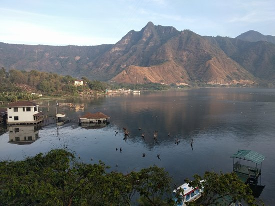 Eco Hotel Uxlabil Atitlan: Picture taken from the balcony