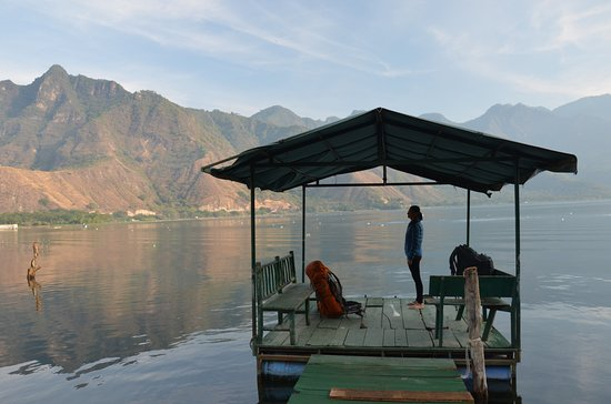 Eco Hotel Uxlabil Atitlan: The jetti for the hotel (waiting for a taxi)