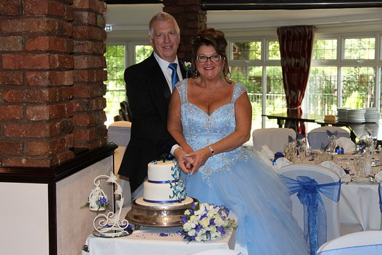 Lathom, UK: Cutting the cake