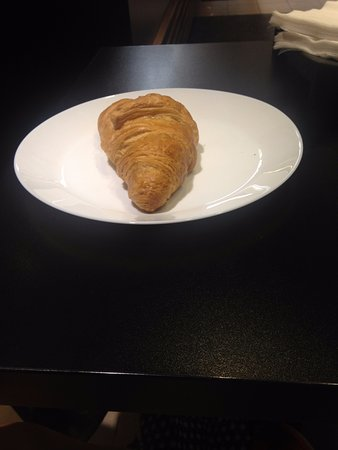 Lipóti Bakery and Cafe: Croissant