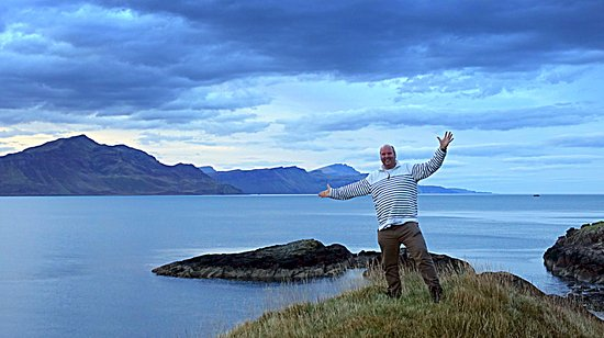 Isle of Raasay, UK: A few minutes walk to the beach and stunning views of Skye.