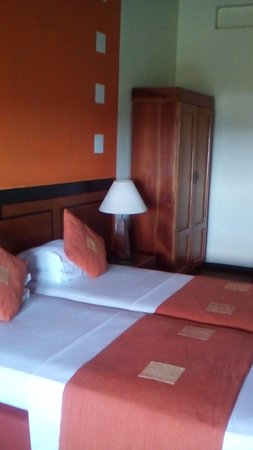 Giritale, Sri Lanka: The beds are child size