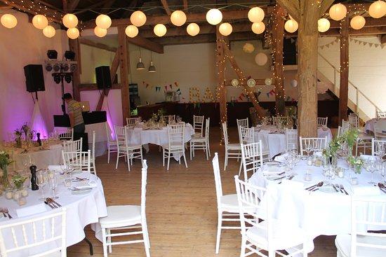 Die Scheune im Hochzeitsmodus Bild von Hotel Waldhof auf