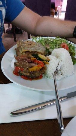 Le Viaduc Cafe : Tartare de bœuf, manchego grillé