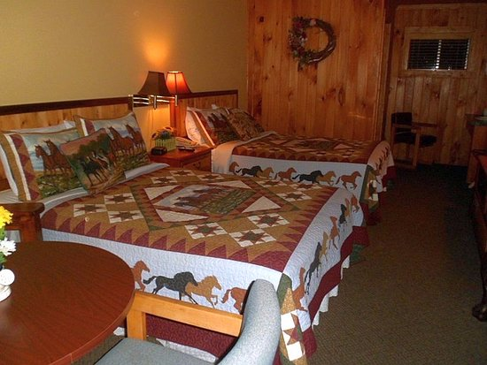 Saluda Mountain Lodge: Felt just like a privately-owned mountain cabin....SWEET!