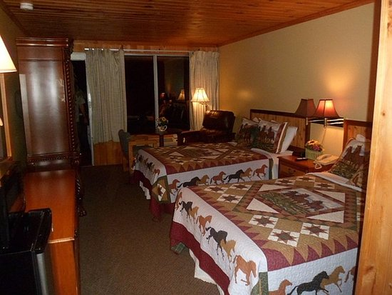 Saluda Mountain Lodge: Gorgeous, immaculate, quiet, peaceful and lovely!