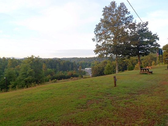 Saluda Mountain Lodge: Even the view from the FRONT DOOR of our room was great!