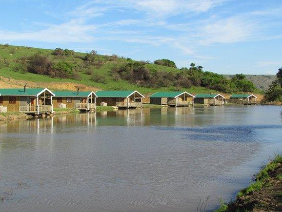 Port Shepstone, Sudáfrica: Lake Eland has 22 charming chalets, many on the water's edge.