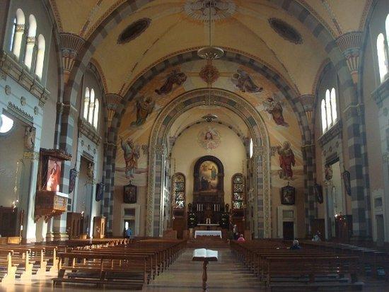 Chiesa del Sacro Cuore di Gesu: Veduta interna