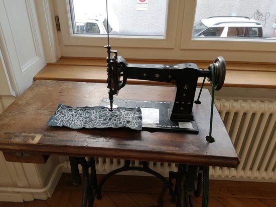 Textilmuseum: máquina de costura no primeiro andar