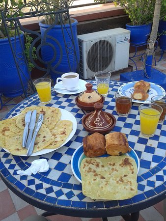 Riad Hotel Assia: Breakfast....hmmm