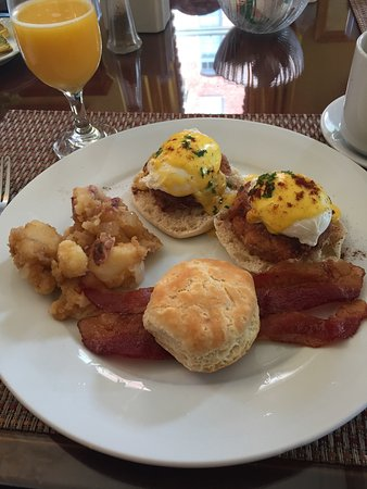 The Kehoe House - A Boutique Inn: Crab Cakes Benedict