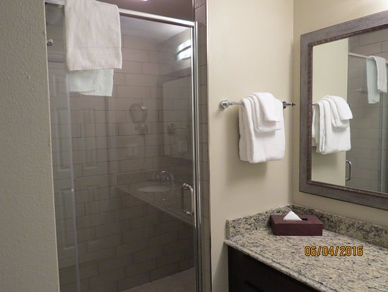 Wyndham Ocean Ridge: The ew walk-in shower is a real asset at the Beach.