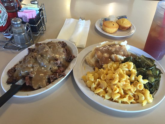 Rialto, CA: Smothered steak dinner.