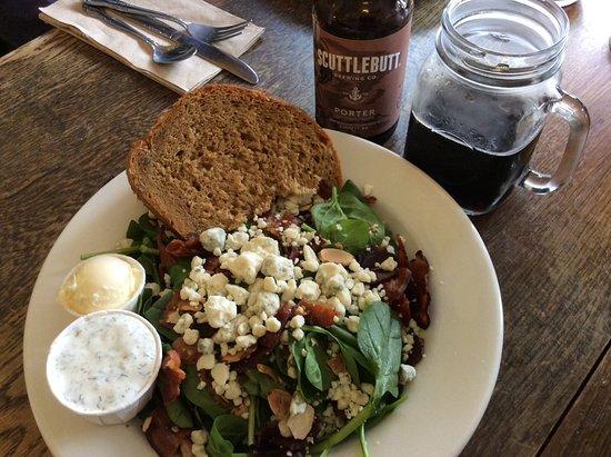 La Conner, WA: Salade épinard bacon gorgonzola beurre fouette et crème ciboulettru