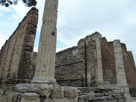 Tempio della Sibilla : Rectangular Temple & Round Temple