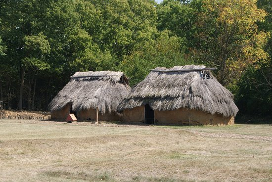 SunWatch Indian Village/Archaeological Park: Two reconstructed houses at the south end of the site.