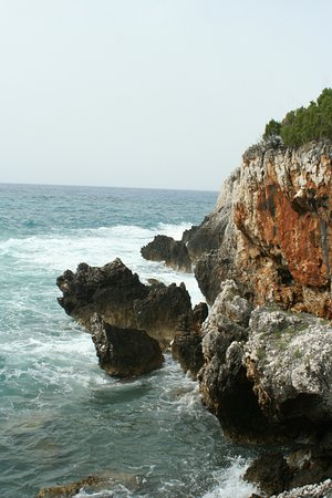 Национальный парк Чиленто и Валло-ди-Диано, Италия: camminare tra gli scogli su e giu ascoltando in silenzio la voce delle onde del mare,,,,