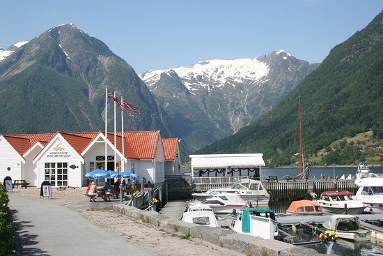 Balestrand, Noruega: Small Aquarium in a Magical Setting
