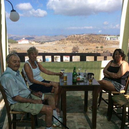 Anogia, Grecia: Sitting at kafenion