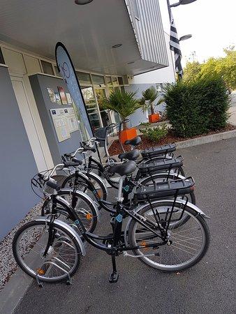 Kyriad Prestige Vannes Centre - Palais des Arts : Location vélos électriques
