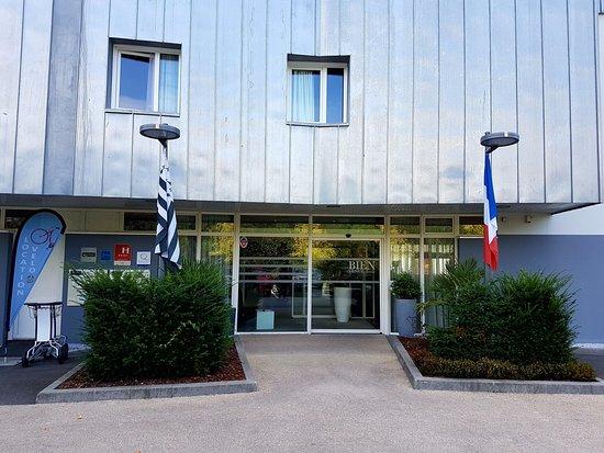 Kyriad Prestige Vannes Centre - Palais des Arts : L'entrée