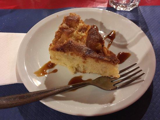 Nus, İtalya: la torta di mele (DELIZIOSA)