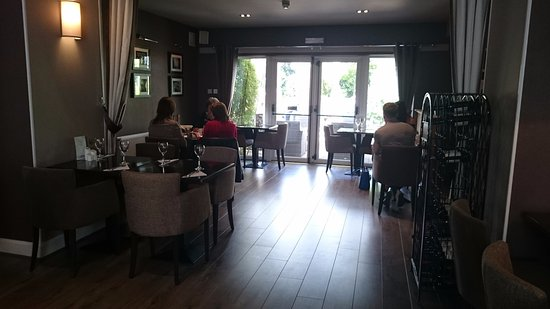 Mauchline, UK: Light airy and spacious with a wee bar area