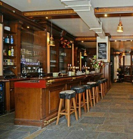 Wijk aan Zee, เนเธอร์แลนด์: mooie bar waar je gezellig kan zitten, maar ook gezellig kan tafel BBQ
