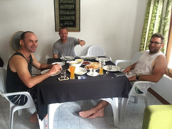 Meemu Atoll: breakfast