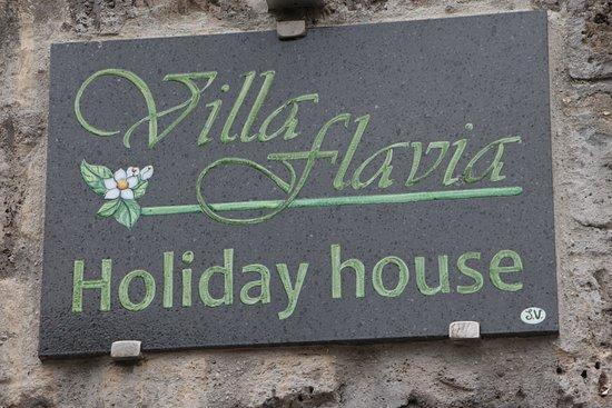 Villa Flavia: insegna